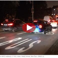 """iDNES: """"Řidiči ignorují pruhy pro autobusy. Vztyčí prostředník a neuhnou…"""""""